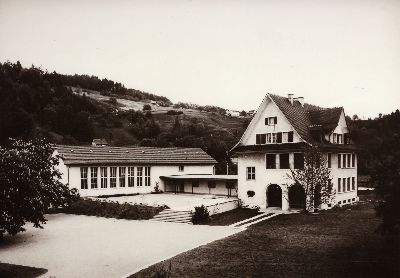 Sekundarschulhaus mit Turnhalle