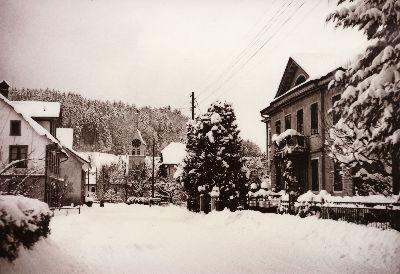 Dorfstrasse im Winter