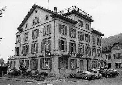 Kantonalbank und Restaurant Bahnhof