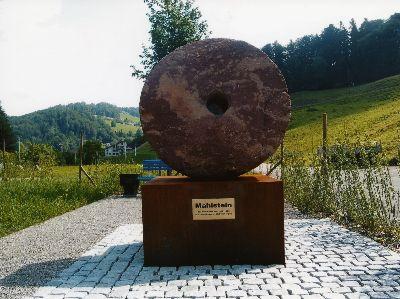 Denkmal: letzter Mahlstein der Walzmühle von Heinrich Gujer