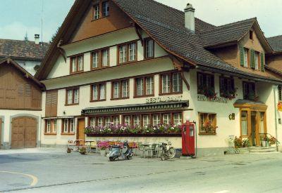 Restaurant Frohsinn mit Tanksäule, Bauma
