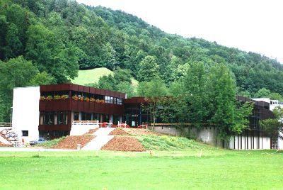 Hallenbad und Halli-Kafi: Schulanlage Altlandenberg