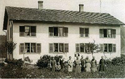 Juckern, Vier-Familienhaus