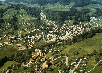 Bauma: Luftaufnahme vom Dorf