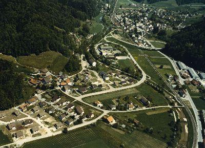Bauma: Luftaufnahme vom Dorf und Altlandenberg