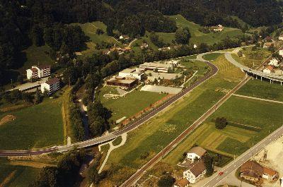 Bauma: Luftaufnahme Schulanlage Altlandenberg