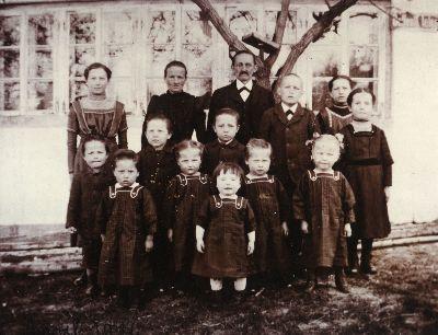 Familie Schläpfer mit 12 von 14 Kindern