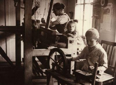 Frau Lanz-Giger mit Kindern im Äberliswald Sternenberg