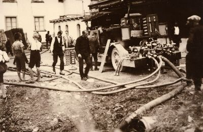 Feuerwehr Bauma: Brand Weberei Widen: Motorspritze