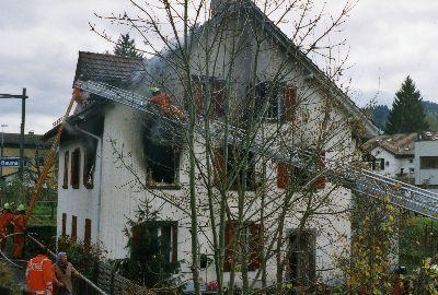 Feuerwehr Bauma: Brand Sennhüttenstrasse 8