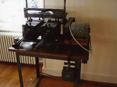 Handweberei: elektrische Spulmaschine (?)