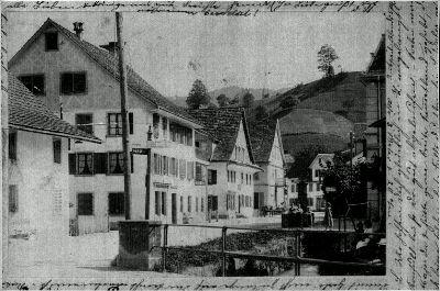 Bauma Weissenbach mit Dorfbrunnen
