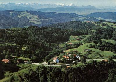 Flugaufnahme Sternenberg mit Alpenkette