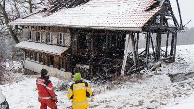 Altes Bauernhaus bei Vollbrand weitgehend zerstört