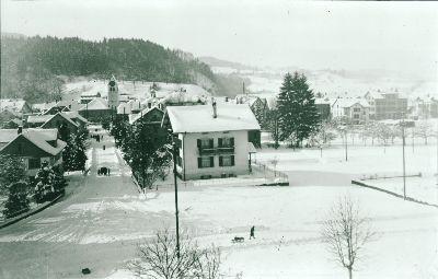 Dorfstrasse</x> im <x>Schnee