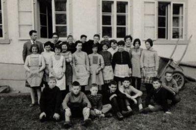 Klassenfoto mit Herrn Schlatter 1964